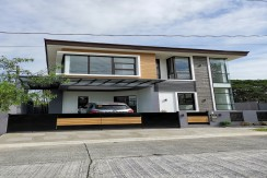 Privacy in an  enclave of exclusive Susana Heights in Muntinlupa.